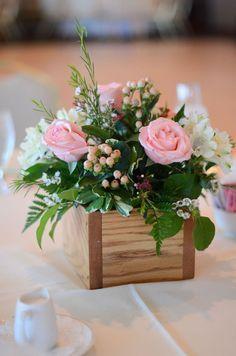 Homemade Wedding Centerpieces, Picture Wedding Centerpieces, Wedding Flower Decorations, Wedding Flowers, Bouquet Flowers, Diy Flowers, Table Flowers, Small Centerpieces, Bouquet Box