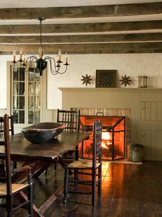 Dining room in 19th-Century Greek Revival home: John B. Murray Architect