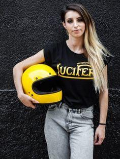 Camiseta Lucifer Motorcycles para chicas con el logo dorado - 100% algodón, made in Spain. Logan, Motorcycle Logo, Mopeds, Motorcycles, Shopping, Style, Fashion, T Shirts, Girls