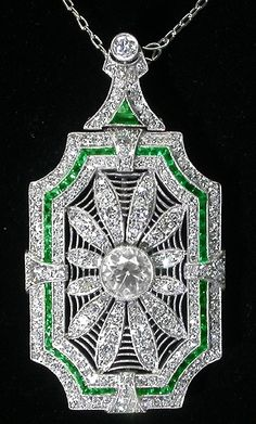 Art Deco Diamond and Emerald Platinum Pin / Pendant Necklace. The chain is attached to a detachable connector, which when taken out, becomes a pin, via Israel Rose. Gems Jewelry, Art Deco Jewelry, Fine Jewelry, Jewelry Design, Jewlery, Art Deco Necklace, Crystal Jewelry, Jewelry Ideas, Jewelry Making