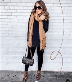 Super Ideas for black ankle boats outfit fall casual chic Casual Outfits, Cute Outfits, Fashion Outfits, Boot Outfits, Sporty Fashion, Ski Fashion, Fashion 2017, Fashion Trends, Casual Fall