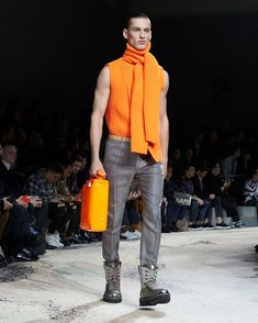 A look from the Louis Vuitton Fall-Winter 2018 Fashion Show by Kim Jones. See all the looks now at louisvuitton.com. Runway Fashion, Fashion Show, Mens Fashion, Fashion Trends, Winter 2018 Fashion, Mens Fall, Winter Trends, Men's Collection, Catwalk