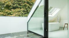 joep-van-os-architectenbureau-verbouwing-renovatie-zolder-aluminium-schuifpui-met-bad