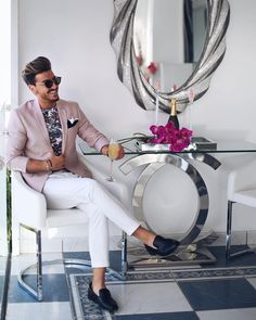 The Best Blazers For Men And How To Wear Them In Style Click image to see more. Blazer Outfits Men, Pink Blazer Men, Smart Casual Men, Designer Suits For Men, Work Fashion, Men's Fashion, Italy Fashion, Fashion Sale, Fashion Outlet