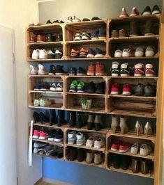 Obstkisten Weinkisten Apfelkisten Holzkisten DIY Upcycling Schuhregal For the Home Diy Shoe Rack, Shoe Racks, Diy Shoe Organizer, Diy Rack, Rack Design, Storage Design, Wooden Crates, Wooden Boxes, Vintage Crates