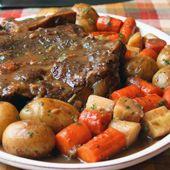 Yankee 7 Bone Pot Roast, trying this on Sunday Chuck Roast Recipes, Beef Chuck Roast, Pot Roast Recipes, Meat Recipes, Crockpot Recipes, Dinner Recipes, Cooking Recipes, Cooking Stuff, Dutch Oven Cooking