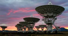 The Very Large Array (VLA) radio telescope at sunrise. The 27 radio antennas (measuring 25 meters or 82 feet in diameter) are located at the National Radio Astronomy Observatory in Socorro, N. I want to photograph this place.and it's so close! Search For Extraterrestrial Intelligence, Radio Astronomy, Light Year, Life Form, New Technology, Telescope, New Mexico, Cosmos, Military