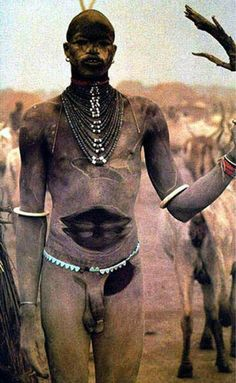 Africa | A Nuba man. Nuba is a collective term used here for the peoples who inhabit the Nuba Mountains of South Kordofan state, in Sudan.