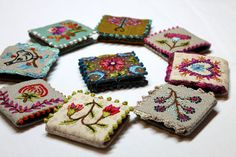 9 needle books? perhaps a video with instructions? it is in French