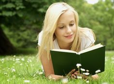 Wallpaper of beautiful girls are reading the books