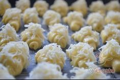 Ínycsiklandó sajtos croissant | TopReceptek.hu Croissants, Kefir, Macaroni And Cheese, Garlic, Vegetables, Ethnic Recipes, Food, Grated Cheese, Top Recipes