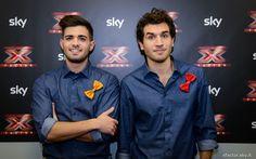 Leonardo Decarli e Federico Clapis vestiti AT.P.CO nel backstage di X Factor. #Outfit #ATPCO #XF8 #XFactor #fashion