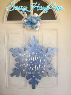 Door Hanger Template Ideas for Hotels, Marketing and Advertising Snowflake Cutouts, Wood Snowflake, Snowflake Wreath, Snowflake Designs, Christmas Wood Crafts, Christmas Door, Christmas Decorations, Christmas Ideas, Snowflake Decorations