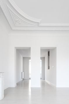 white room so I can paint every inch of it :) Exterior Design, Interior And Exterior, Room Interior, Plafond Design, White Spirit, White Space, Ceiling Design, Home Deco, Interior Inspiration
