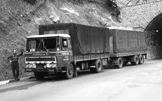 Oude trucks in zwart/wit / XB-40-01.jpg