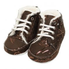 Va prezentam botoseii tip bascheti fete (bebe) pentru toamna / iarna, calitate superioara, design fashion lucios, colectia 2019, culoare maro, marca Papulin, ideali pentru diferite evenimente festive (botez, nunta, onomastica, etc). Acesti botosei fac parte din categoria incaltaminte copii, fiind confectionati conform celor mai inalte standarde calitative, fabricati in Turcia. Childrens Shoes, Kid Shoes, Sneakers, Fashion, Tennis, Moda, Slippers, Fashion Styles, Sneaker