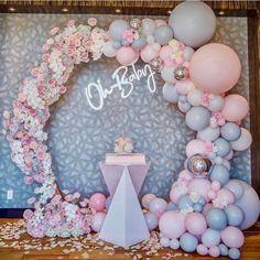 "Baby Shower Connoisseur on Instagram: ""I love everything about this setup. Baby Shower goal🙌🏻💖 @balloonsbydina #babyshower #bridalshower #babyshowerideas #ohbaby #dessert…"" Deco Baby Shower, Baby Girl Shower Themes, Girl Baby Shower Decorations, Baby Shower Balloons, Baby Shower Gender Reveal, Bridal Shower, Balloon Garland, Balloon Decorations, Birthday Decorations"