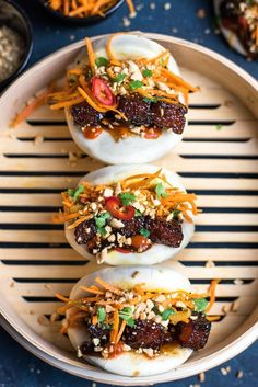 Gua Bao with Glazed Pork Belly Gua Bao is melt in the mouth sticky and sweet glazed pork belly stuffed in soft, marshmallow-like steamed bun along with spicy carrot slaw and crunchy peanuts. Pork Recipes, Asian Recipes, Cooking Recipes, Ethnic Recipes, Asian Pork Belly Recipes, Hawaiian Recipes, Tapas, Gua Bao, Spicy Carrots