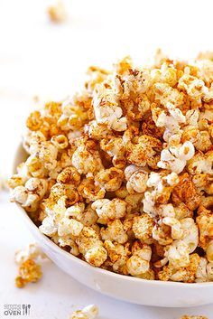 Swap potato chips for Tex Mex-style popcorn during your next Netflix marathon. Made with homemade taco seasoning of chili powder, garlic powder and paprika! Yummy Snacks, Healthy Snacks, Snack Recipes, Healthy Eating, Cooking Recipes, Yummy Food, Healthy Dinners, Diabetic Recipes, Vegan Recipes
