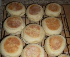 Bread machine English Muffins I make these frequently and they are as good or better as store-bought (complete with nooks and crannies!) - Bread Maker - Ideas of Bread Maker Bread Bun, Bread Rolls, Bread Maker Recipes, Baking Recipes, Muffin Recipes, Potato Recipes, Casserole Recipes, Pain Muffin Anglais, English Muffin Bread