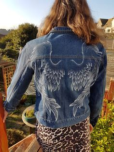 Hand painted, angel wings, on pre loved womans denim jacket Denim Jacket Men, Denim Jackets, Men's Denim, Denim Shirts, Women's Jackets, Frack, Spring Dresses Casual, Best Black Friday, Painted Clothes