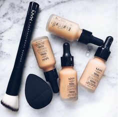 We love a brush that allows you to control the coverage. Nyx Makeup, Makeup Geek, Beauty Makeup, Beauty Buy, Makeup Style, Makeup Brush, Nyx Foundation, Makeup Over 50, Makeup For Green Eyes