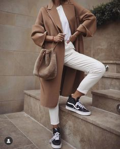 Fashion tips for women jewelry. Normcore Outfits, Fashion Outfits, Style Fashion, Fashion Clothes, Casual Outfits, Camel Coat Outfit, Long Coat Outfit, Fashion Tips For Women, Womens Fashion