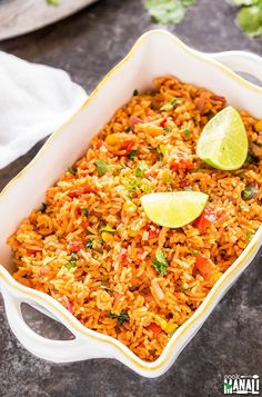 Mexican Rice with tomatoes, corn, garlic & jalapenos! Serve it as a side or main dish.Vegetarian Mexican Rice with tomatoes, corn, garlic & jalapenos! Serve it as a side or main dish. Vegetarian Mexican Rice, Mexican Rice Recipes, Easy Vegetarian Dinner, Vegan Dinner Recipes, Vegan Dinners, Weeknight Dinners, Vegetarian Food, Side Recipes, Veggie Recipes