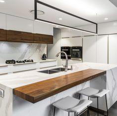 Bulimba Residence Project by Darren James Interiors. See photos of interior designs. Open Plan Kitchen Living Room, Home Decor Kitchen, Interior Design Kitchen, Kitchen Furniture, Modern Farmhouse Kitchens, Home Kitchens, Küchen Design, House Design, Design Ideas