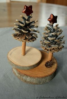 Make Christmas – DIY Craft Ideas – Christmas Table Decoration Pine Cone Christmas Tree, Christmas Wood Crafts, Noel Christmas, Homemade Christmas, Rustic Christmas, Christmas Projects, Holiday Crafts, Christmas Ornaments, Pine Cone Tree