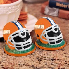 University of Illinois Fighting Illini -  - helmet style salt & pepper shaker set