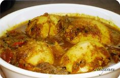 Mutta Curry Recipe – Egg Curry Recipe – Kerala Egg Curry Preparation Time : 10 mins Cooking Time : 15 mins Serves : 4 Ingredients: Egg : 4 nos Onion : 1 large (thinly sliced) Tomato : 1 medium (chopped) Garlic : 3 pods (finely chopped) Ginger : 1