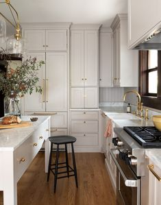 There is no question that designing a new kitchen layout for a large kitchen is much easier than for a small kitchen. A large kitchen provides a designer with adequate space to incorporate many convenient kitchen accessories such as wall ovens, raised. Kitchen Interior, Diy Kitchen Remodel, Kitchen Room, Home Kitchens, Craftsman Kitchen, Kitchen Layout, Kitchen Style, Kitchen Renovation, Kitchen Design