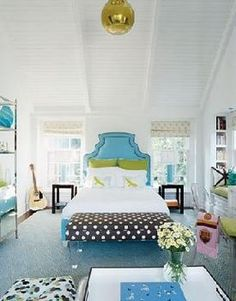 great teen bedroom!