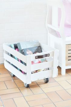 Do It Yourself: Rollende Obstkiste bauen DIY Instructions: Build a Rolling Fruit Crate. From an old fruit box can be easily tinker still nice decoration, I'll show you the Do It Yourself. Related posts: Wine crate table build yourself Diy Kitchen Decor, Diy Home Decor, Decorating Kitchen, Decoration Crafts, House Decorations, Kitchen Ideas, Kitchen Hacks, Diy Casa, Mediterranean Decor