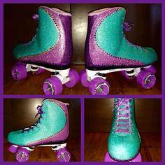 Pretty glitter roller skates! Skates, Cleats, Bling, Glitter, Pretty, Fashion, Rolling Skate, Football Boots, Moda
