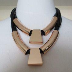 Collier cordons noirs et métal doré