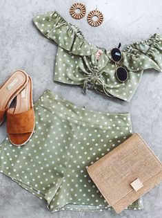 Cute is this green polka dot set Big Fashion, Look Fashion, Fashion Outfits, Fashion Trends, Two Piece Dress, Two Piece Outfit, Dress Form, Looks Hippie, Looks Style