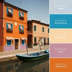 01. Rich & Adventurous  このユニークな組み合わせは、活発な印象を与えるオレンジ色に、水を連想させる青色から高級感を表現できます。冒険などのアドベンチャーやスポーツグッズなどに。
