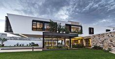 Cantilevered Home Shaping Indoor-Outdoor LifestyleStudioAflo | Interior Design Ideas | StudioAflo | Interior Design Ideas