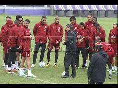 Selección Peruana entrenó bajo fuerte lluvia en su primera práctica en Uruguay. March 26, 2016.