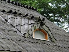 Not only is it a great upcycle to reuse tires to roof a house, they have integrated art into it as well with the little 'dragon'.