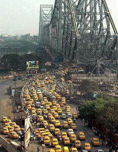 Kolkata - City of yellow taxis and Howrah Bridge. Bay Of Bengal, West Bengal, Om Namah Shivaya, Travel Forums, Amazing India, Visit India, Mellow Yellow, India Travel, Places To See