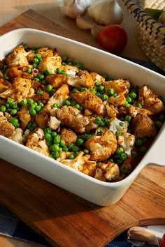 This easy, cozy casserole melds tender quinoa with roasted cauliflower, green peas, and a zesty marinara sauce. Informations About Roasted Cauliflower and Quinoa Casserole Pin You can easily use my pr Baby Food Recipes, Meat Recipes, Whole Food Recipes, Vegetarian Recipes, Cooking Recipes, Healthy Recipes, Roasted Cauliflower, Cauliflower Recipes, Cauliflower Pizza
