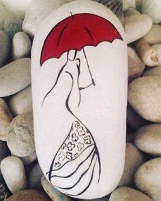 """Resultado de imagen de seixo pintado """"Afbeeldingsresultaat voor milanes_art - Note to self: sent to A."""", """"Woman in Dress with Red Umbrella Painted Rock"""" Rock Painting Patterns, Painting Crafts, Painting, Art Painting"""