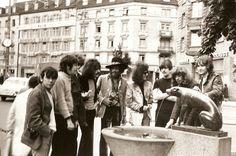 Zurich 1968  : Eric Burdon (Eric Burdon & The New Animals), Stu Leathwood (rythm guitar The Koobas), Keith Ellis (bass The Koobas), Roy Wood (The Move), Jimi Hendrix, Noel Redding, Carl Wayne (The Move), John Mayall (John Mayall's Bluesbrakers), Steve Winwood (Traffic), Trevor Burton (bass The Move), Roy Morris (lead guitar The Koobas).