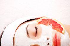 Trænger din hud til en opfriskning eller døjer du med uren hud og irritationer? Så prøv en af disse 10 ansigtsmaske opskrifter!