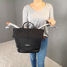 Leather Bag Tutorial, Bike Panniers, Diy Bags Purses, Bicycle Bag, Urban Bike, Bicycle Accessories, Fabric Bags, Leather Craft, Backpack Bags