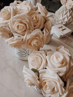 Cream Aesthetic, Gold Aesthetic, Classy Aesthetic, Aesthetic Colors, Flower Aesthetic, Aesthetic Vintage, Aesthetic Photo, Amazon Flowers, Photo Wall Collage
