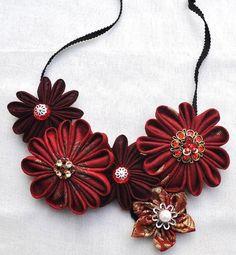 Moroccan Princess - Fabric Kanzashi Flower Jewellery Set by Chomel Fabric Flower Necklace, Fabric Jewelry, Cloth Flowers, Fabric Flowers, Diy Necklace Bracelet, Necklaces, Jewelry Making Classes, Kanzashi Flowers, Unusual Jewelry